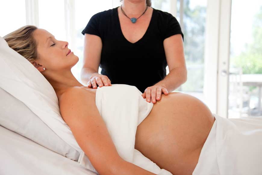 A Guide to Giving Birth With a Doula in Dubai