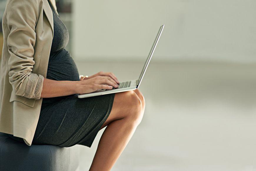 ما هي حقوق المرأة الحامل العاملة في دبي؟