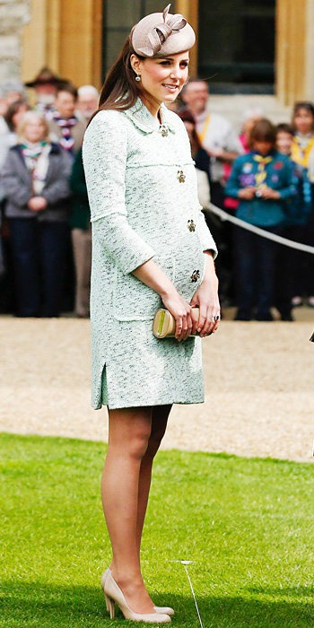 Who said you can't wear tight when pregnant. Kate's bump debuted in this mint green Mulberry coat.