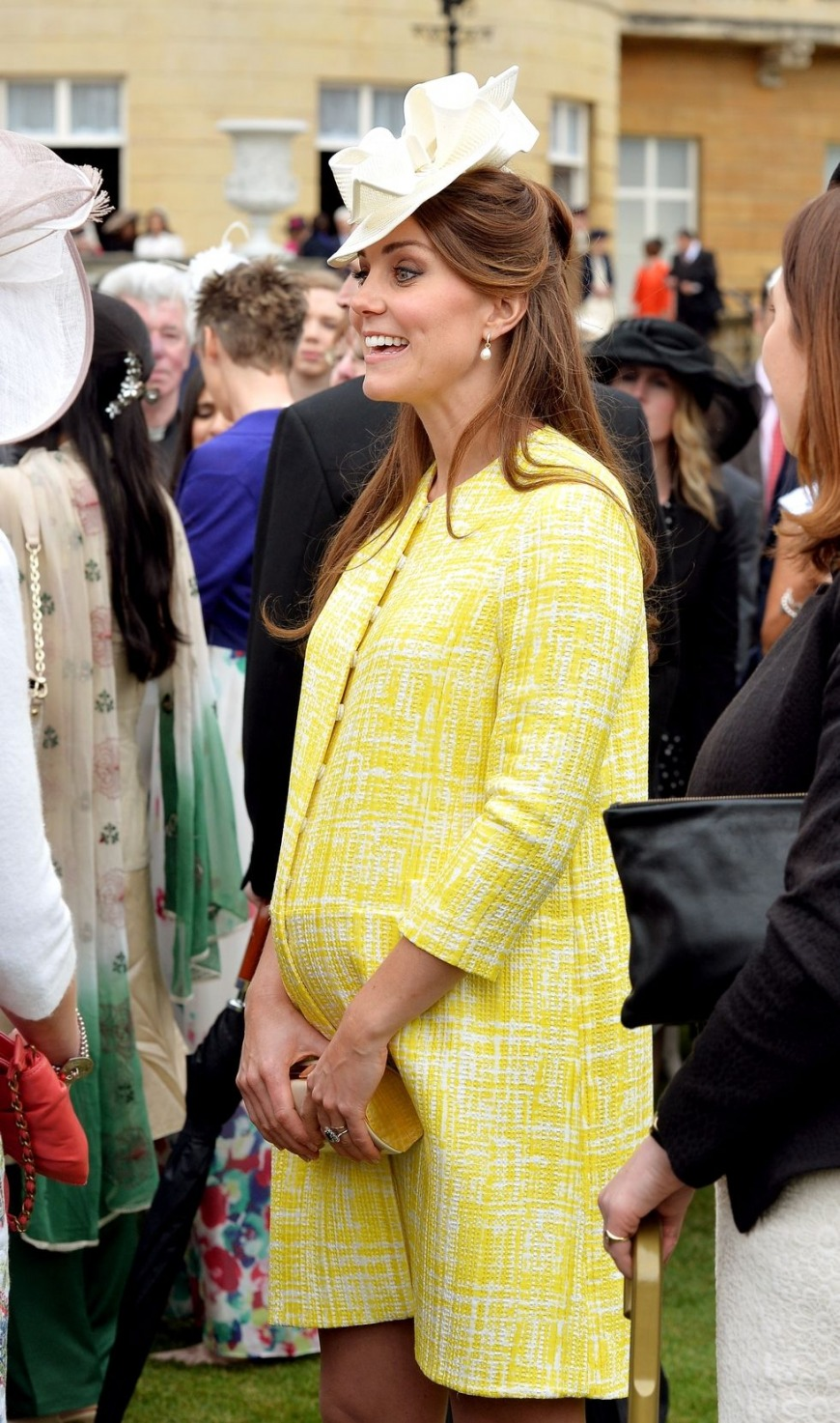 Kate wore this festive yellow frock to a garden party at Buckingham, and it's definitely her colour!
