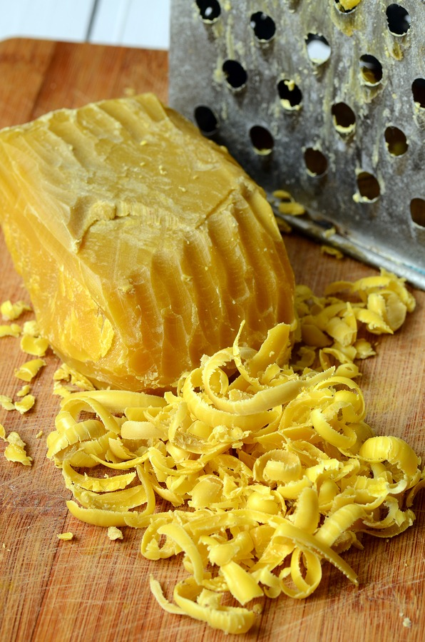 Raw beeswax to combat stretchmarks