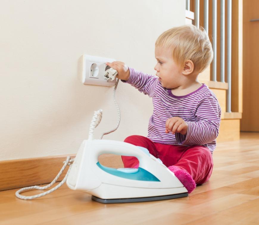 سلامة طفلك بالقرب من الكهرباء