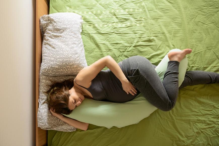 وضعية النوم الأمثل أثناء الحمل