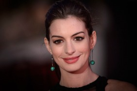 Anne Hathaway reveals pregnancy