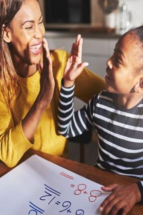 كيف تساعد طفلك على التحضير والمراجعة للامتحانات؟