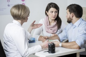 كيف تُحدّثين زوجك عن مشاكل الخصوبة؟