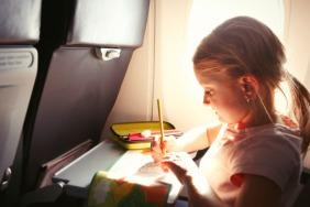 طرق لترفيه طفلك على متن طائرة
