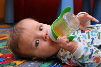 Here's Why You Shouldn't Give Fruit Juices To Your Baby
