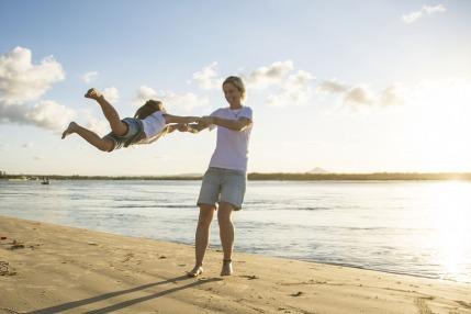 5 أمور تطيل من عمر الأم وتحسن صحتها