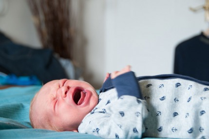 لماذا يستيقظ الأطفال مفزوعين خلال الليل؟