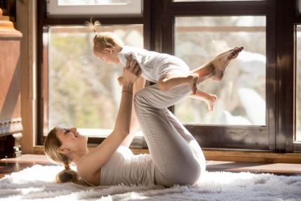 تمارين رياضية آمنة للتخلص من السيلوليت والوزن الزائد بعد الولادة.