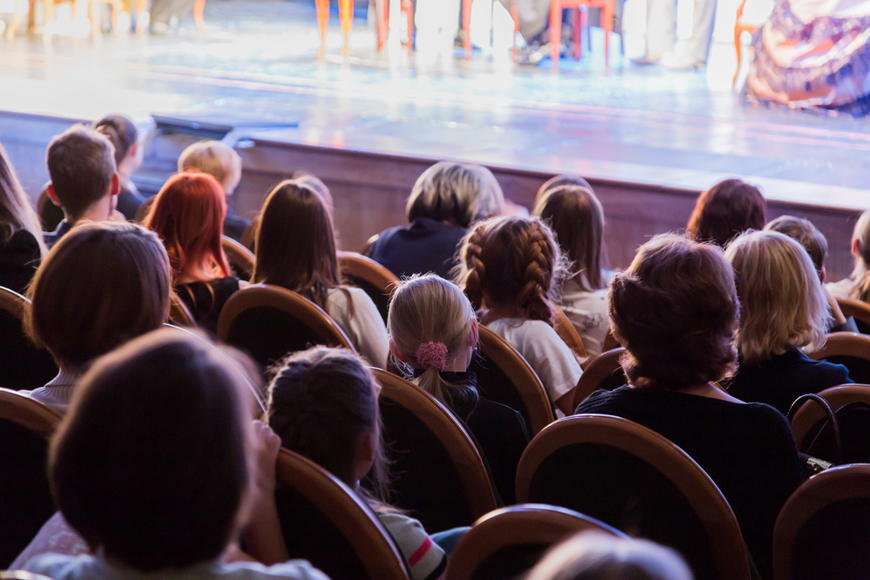 8 Tips for Taking Your Kids to the Theatre in the UAE